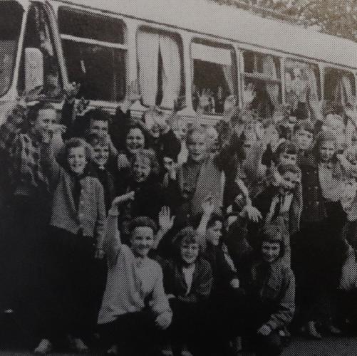 Oululaiset matkalla ensimmäisiin pioneerikisoihin Jyväskylään v. 1957